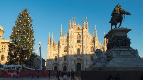Albero di Natale da record in Piazza Duomo a Milano