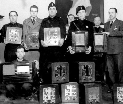 E dopo gli esorcisti, arrivano i radiopiattisti. Quale futuro, per la Radio?